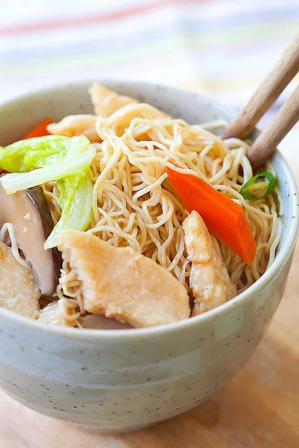 Chicken Lo Mein - Easy, healthy, non-greasy homeade recipe that is much better than Chinese takeout | rasamalaysia.com