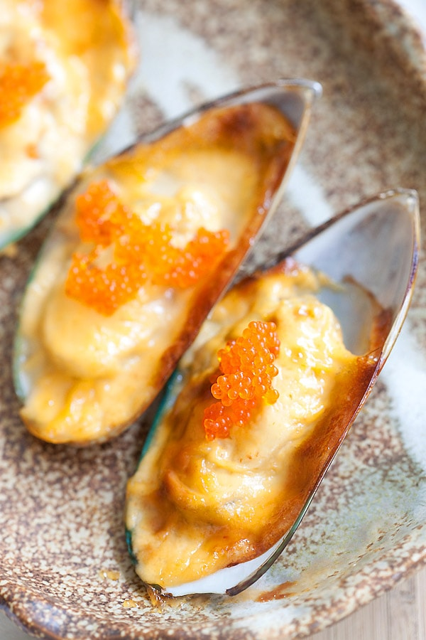 Close up cheese-mayo mussels topped with tobiko.
