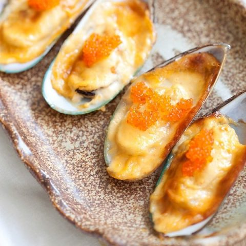 Cheese-Mayo Baked Mussels