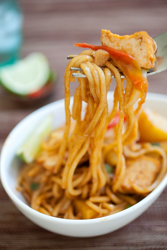 Veggie Mee Goreng (fried noodles) made with only vegetables and vegan ingredients. Easy veggie fried noodles recipe with ketchup, soy sauce, and lime. | rasamalaysia.com