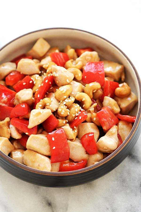 Chinese Cashew nuts chicken with red and green bell peppers in a bowl.