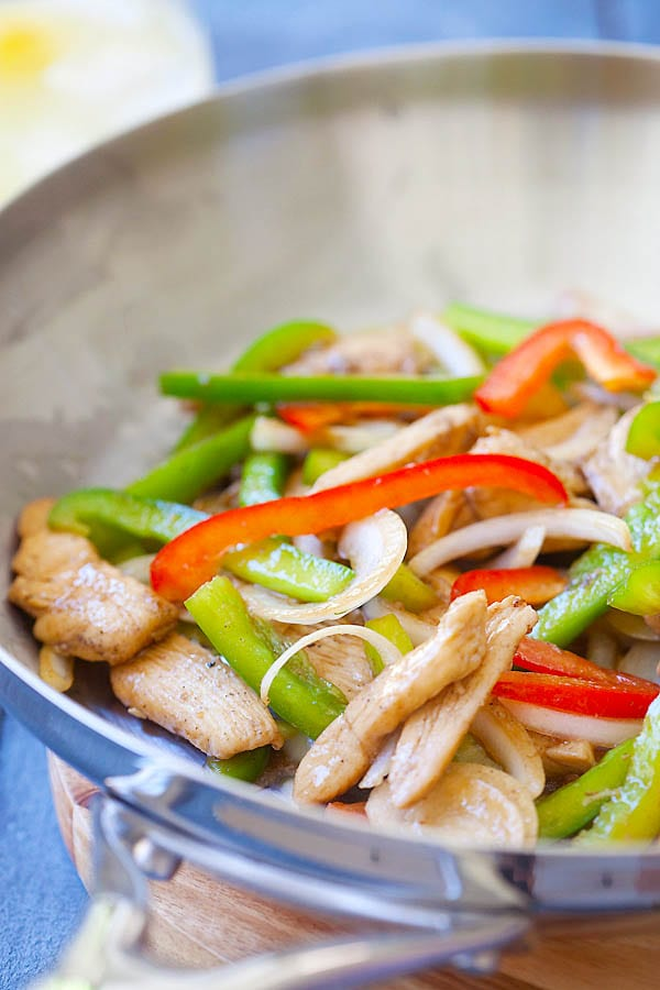 Delicious stir-fried chicken with black pepper, chicken, onion and bell pepper in a skillet.
