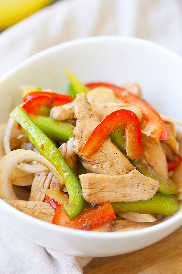 Easy Asian black pepper chicken stir fry in a bowl with bell peppers.