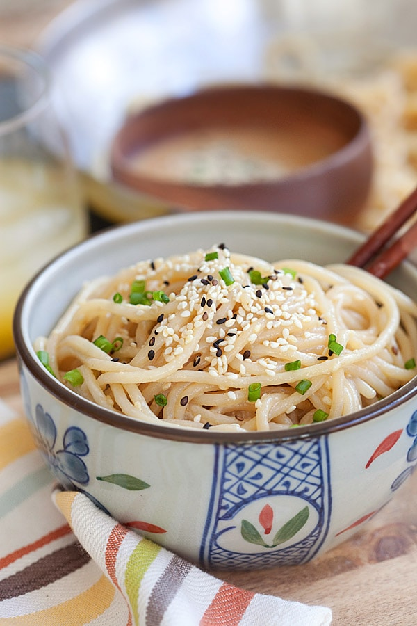 Delicious sesame noodles with a rich and creamy sesame sauce. This sesame noodle recipe is so easy you can make it for the entire family in 15 minutes with easy-to-get ingredients | rasamalaysia.com