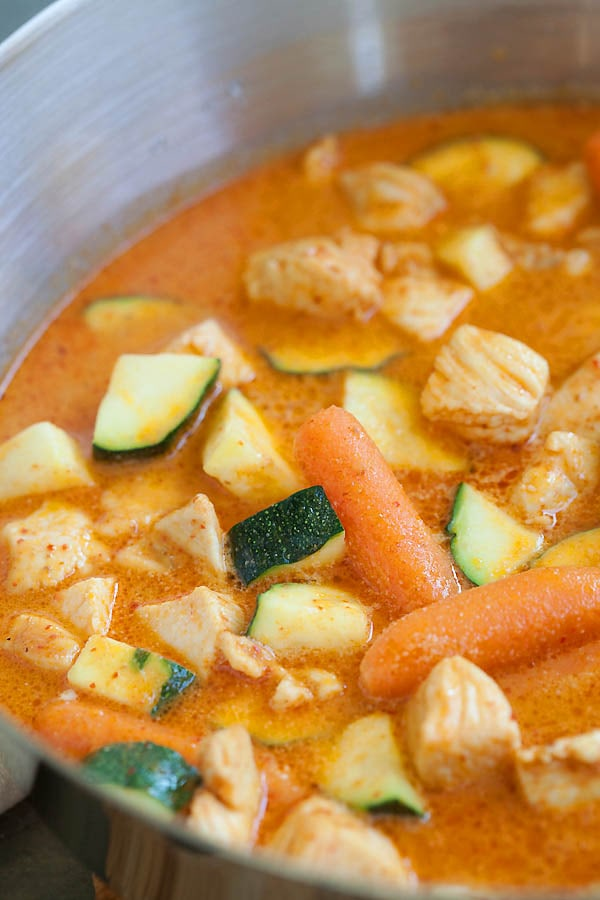 Easy homemade Thai red curry with vegetables.