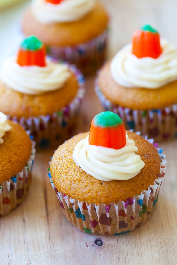 Cream Cheese Filled Pumpkin Cupcakes - rich cream cheese filled inside these amazing pumpkin cupcakes. Every bite is creamy and decadent, so yummy | rasamalaysia.com