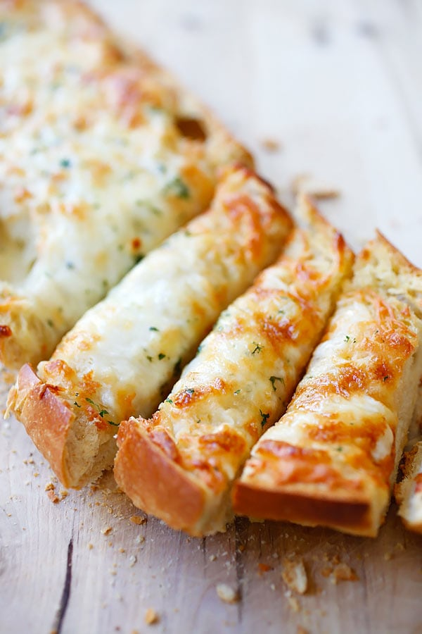 Easy and quick homemade Italian Cheesy Garlic Bread.