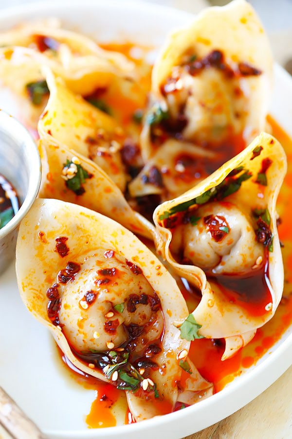 Sichuan Red Oil Wontons - delicious and mouthwatering spicy wontons in Sichuan red oil and black vinegar sauce. Easy recipe for homemade spicy wontons   rasamalaysia.com
