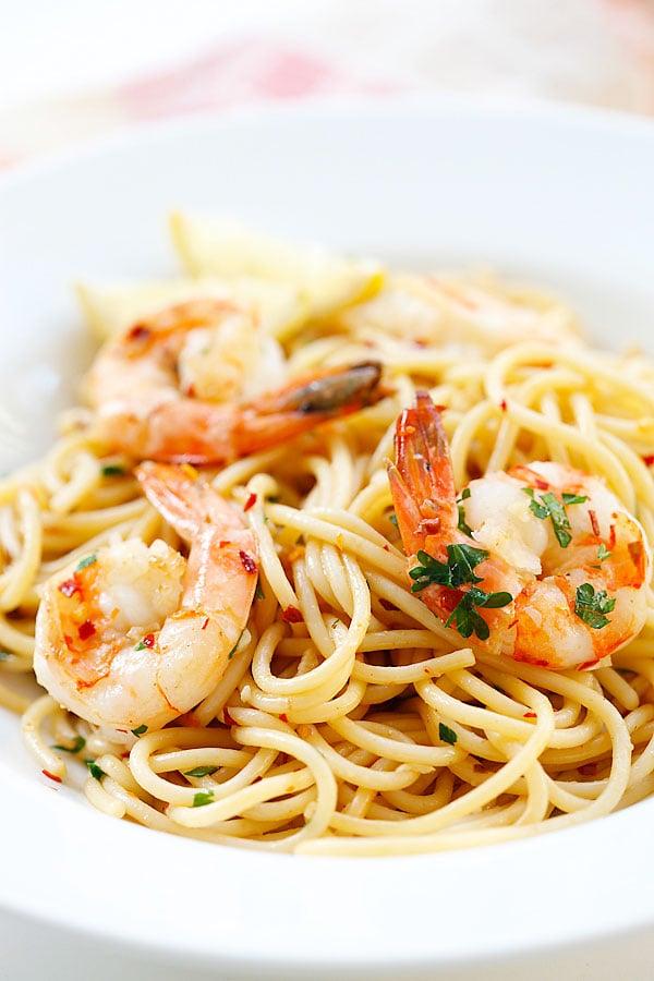 Spaghetti Aglio e Olio with Shrimp | Easy Delicious Recipes