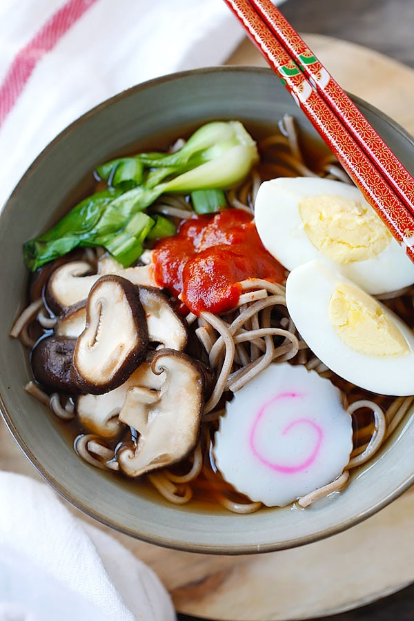 Easy and quick Spicy Sriracha Soba Noodle Soup.