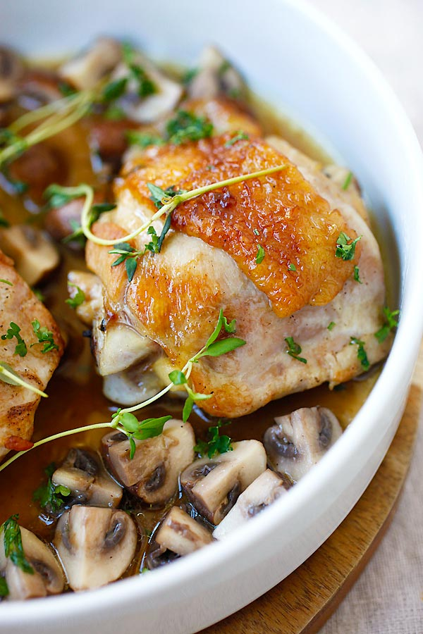 One-Pan Chicken with Sauteed Mushroom ready to serve.