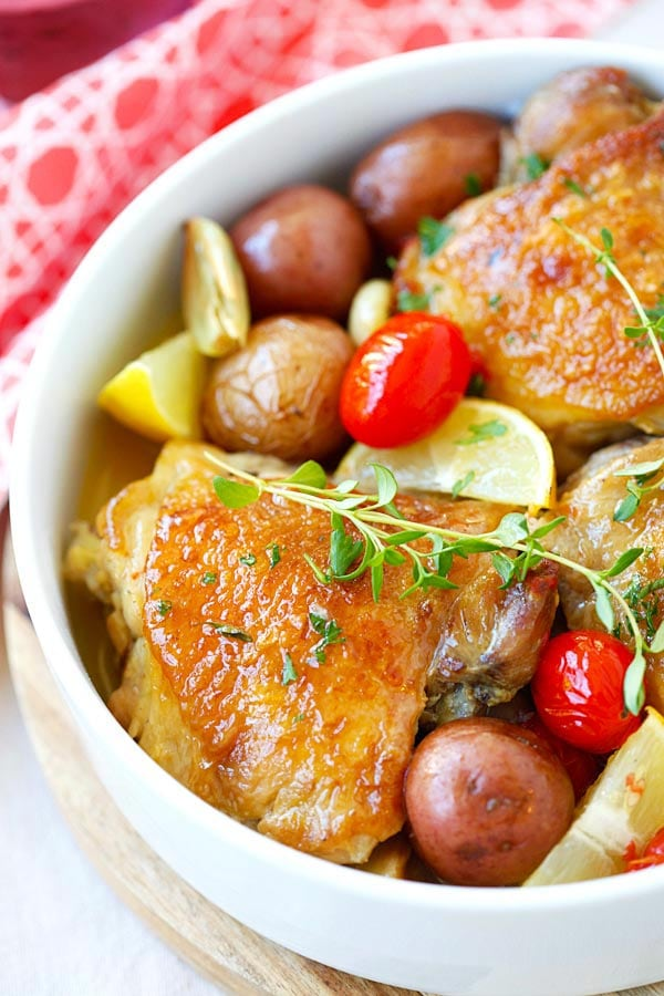 Lemon-Garlic Chicken and Potatoes - one pot braised chicken with lemon-garlic and potatoes. Serve the whole family but so easy and only one pot to clean!! | rasamalaysia.com