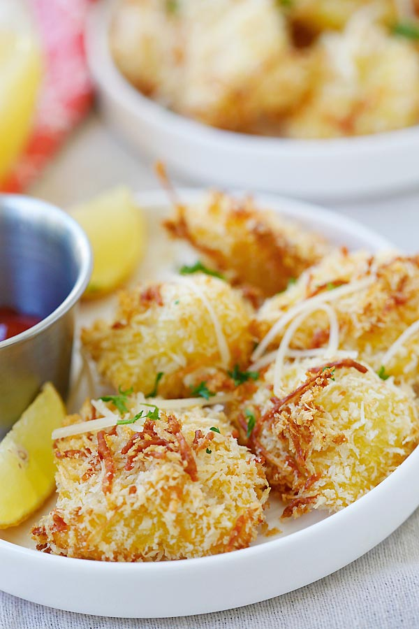 Parmesan Baked Fish Nuggets - crispy fish nuggets with cod fish and no frying. SO easy and delicious, perfect for kids and the entire family!!   rasamalaysia.com