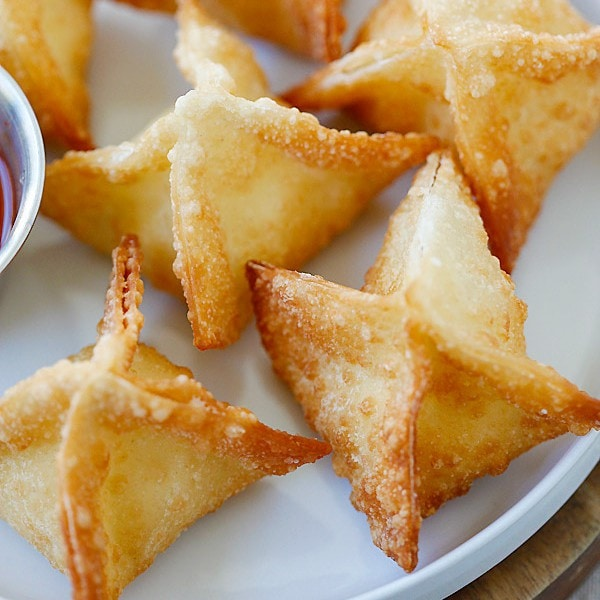 Crab Rangoon - BEST and EASIEST crab rangoon recipe with cream cheese and wonton wrapper. These cream cheese wontons are fool-proof and MUCH better than Chinese takeouts | rasamalaysia.com