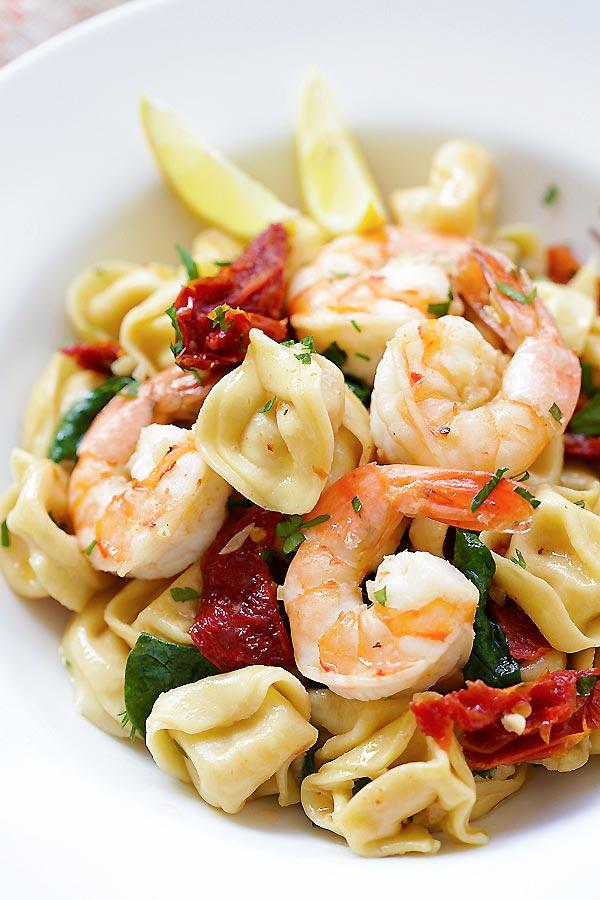 Quick and easy Garlic Shrimp Tortellini with garlic shrimp recipe.