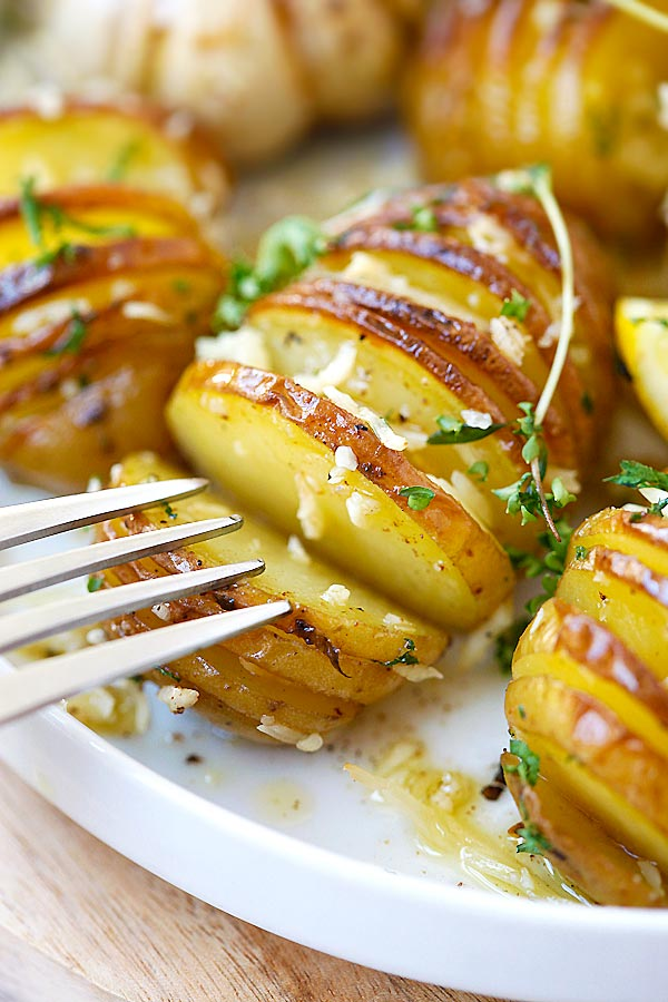 Parmesan Roasted Potatoes – the easiest and BEST roasted potatoes ...