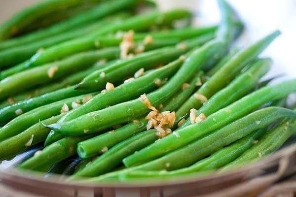 Garlic Green Beans - 10-min stir-fry green beans recipe with garlic ...