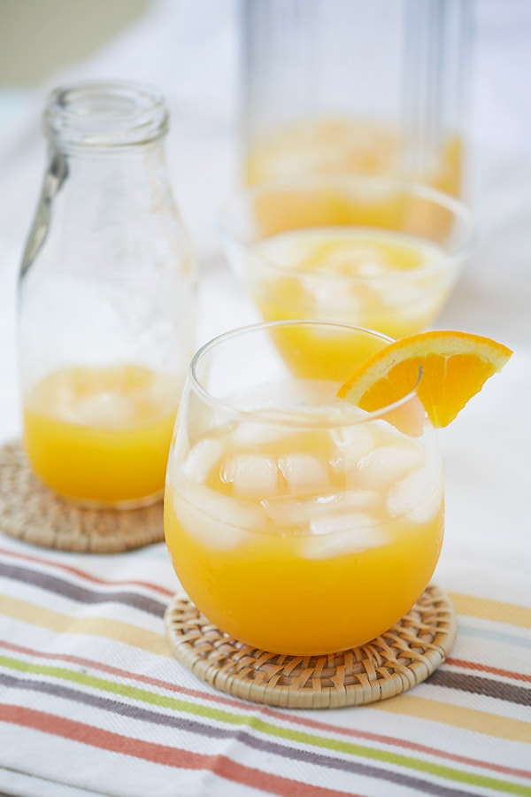Screwdriver Cocktail - the easiest boozy cocktail that you can make at home with only two ingredients: orange, vodka and takes 10 mins! | rasamalaysia.com