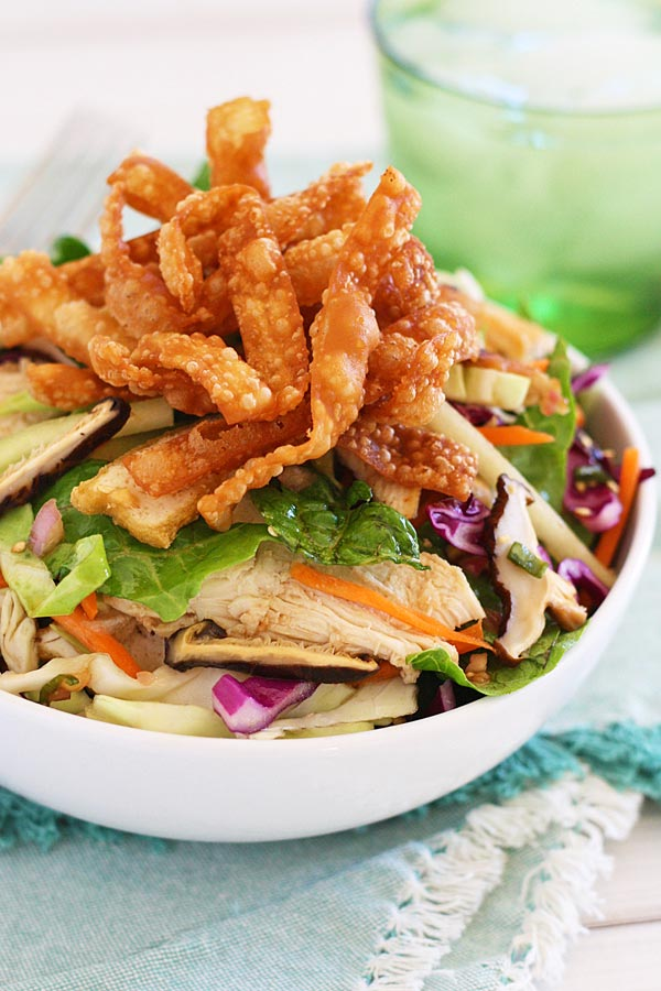 Easy chinese chicken salad served in dish, super refreshing and good.