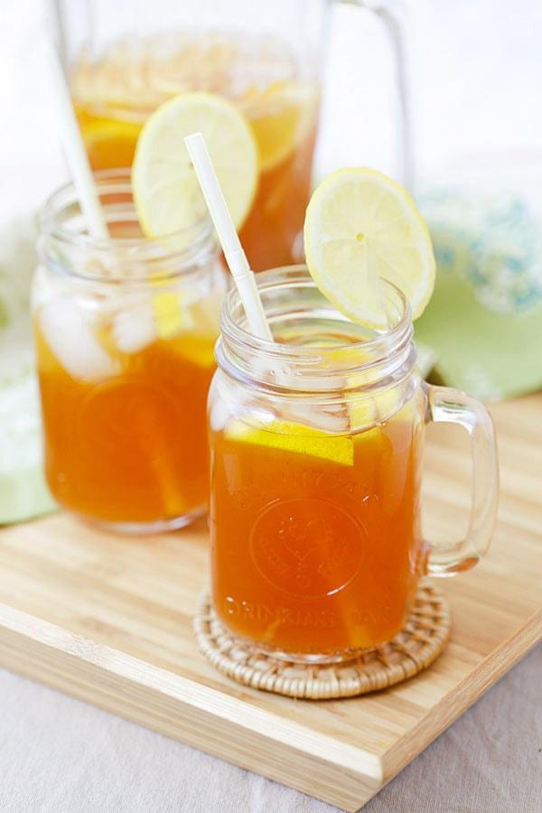 Easy ginger lemongrass detox iced tea.