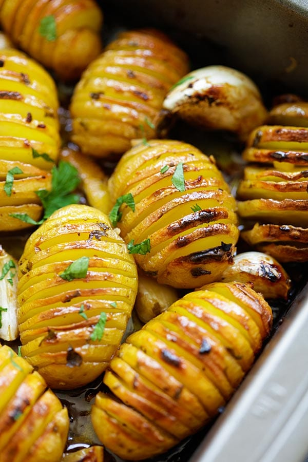 Lemon Herb Roasted Potatoes - BEST roasted potatoes you'll ever make ...