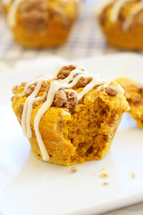 Easy and delicious pumpkin spice muffins topped with cream cheese icing over a sweetened crumble, ready to serve.