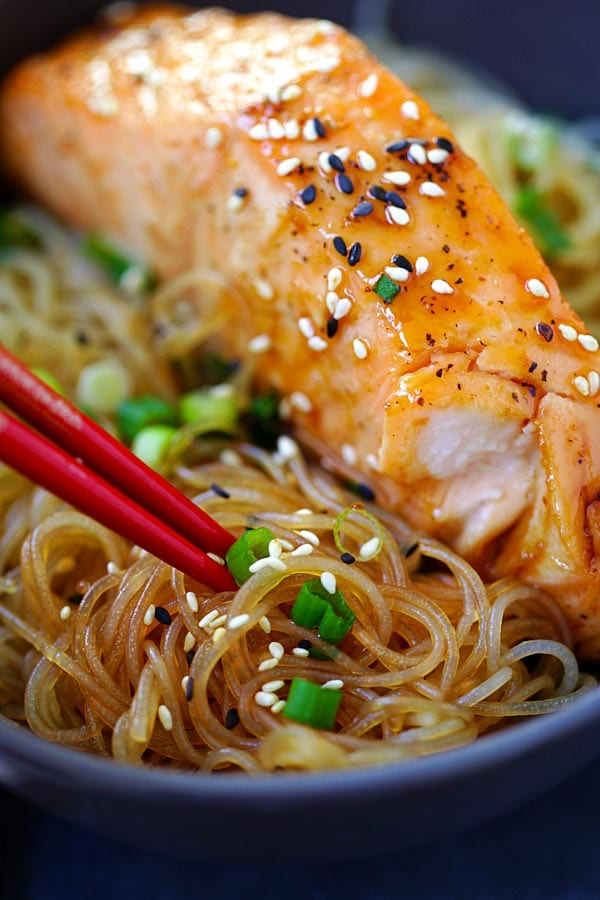 Salmon Teriyaki Noodles - moist and juicy salmon and rice noodles made with San-J Tamari. Gluten-free, healthy family weeknight dinner | rasamalaysia.com