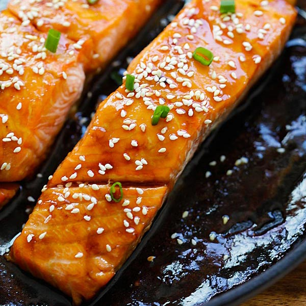 Honey Teriyaki Salmon – sticky sweet, savory salmon with honey teriyaki sauce. Cooks in a skillet or baked in oven. Dinner takes 10 mins | rasamalaysia.com