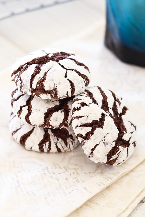 Chocolate Crinkle Cookies - best, homemade, classic Christmas holiday cookies recipe! Sweet, fudgy and loaded with cocoa and sugar | rasamalaysia.com