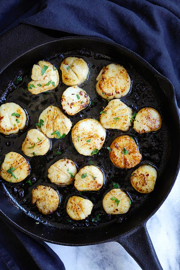 Brown Butter Scallops - perfectly seared scallops using brown butter. Juicy scallops that pair well with pasta. 10 mins to cook | rasamalaysia.com