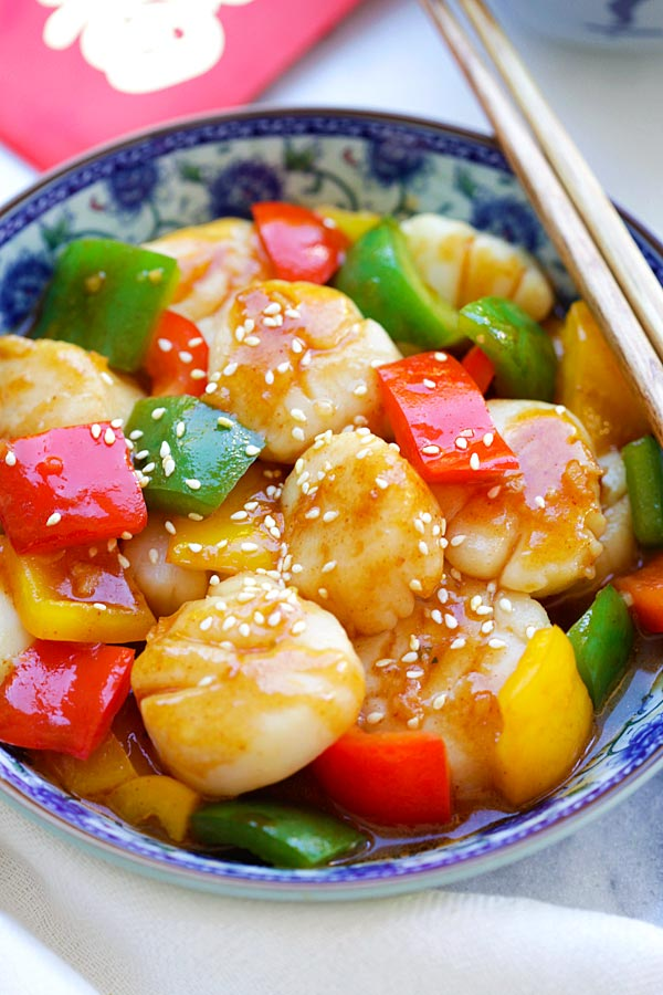 Healthy homemade Szechuan Scallops stir fry with brown sauce garnished with sesame seeds.