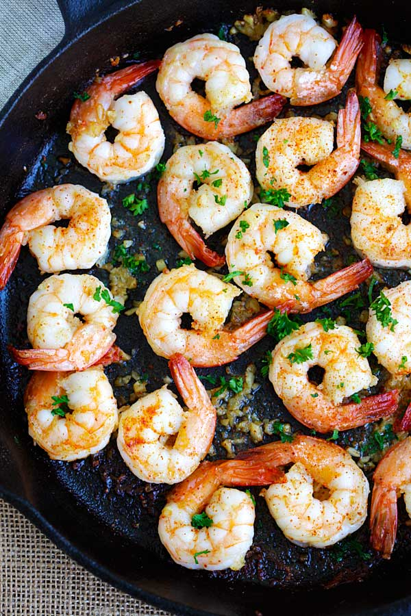 Garlic Shrimp - amazing sauteed shrimp with garlic, butter, lemon juice and cayenne pepper. This recipe takes only 10 mins from prep to dinner table | rasamalaysia.com