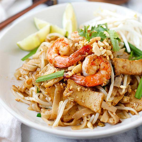 Shrimp Pad Thai – easiest and best Pad Thai recipe with shrimp. This ...