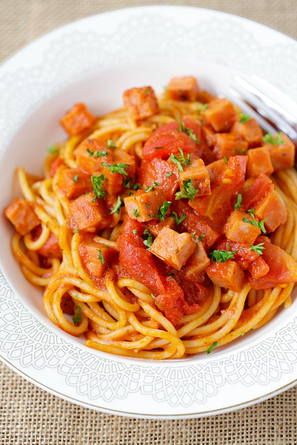 Spam Spaghetti - simple and quick pasta with spam and tomato sauce. Weeknight dinner is a quick and takes only 15 minutes from prep to dinner table | rasamalaysia.com
