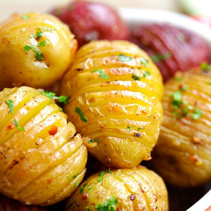 Roasted potatoes with garlic.