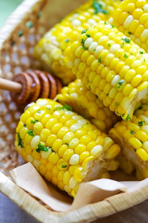 Easy and quick juicy and sweet corns with sticky sweet and buttery honey butter.