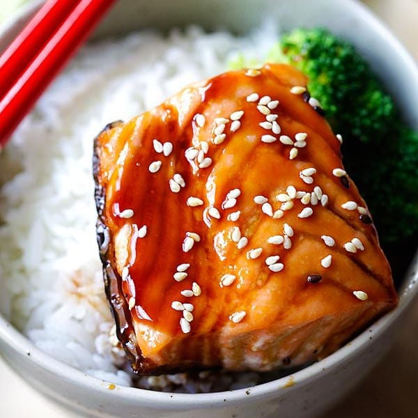 Salmon Teriyaki - moist and juicy pan-seared salmon with teriyaki sauce. This easy salmon teriyaki recipe takes only 4 ingredients | rasamalaysia.com