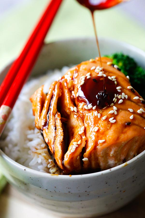 Drizzle the teriyaki sauce on top of the salmon to make salmon teriyaki rice bowl.