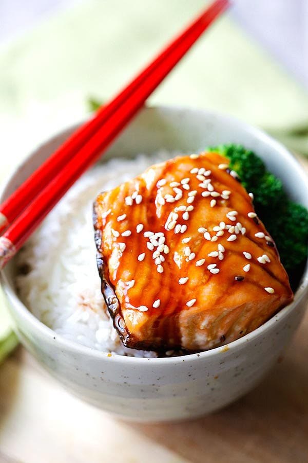 Salmon teriyaki bowl with moist and juicy pan-seared salmon with teriyaki sauce. This easy salmon teriyaki recipe takes only 4 ingredients.