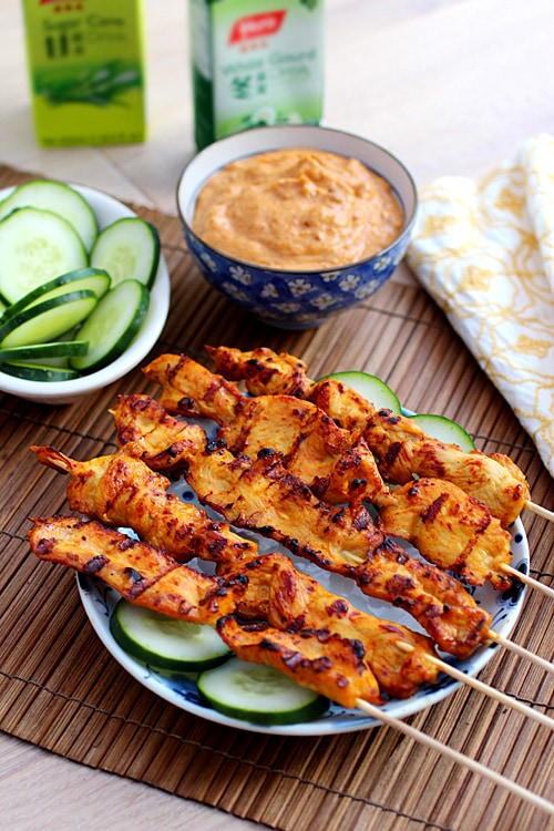 Thai chicken sate with peanut sauce - Thai chicken sate is tasty and popular. Make this amazing chicken sate with this super easy and step-by-step recipe | rasamalaysia.com