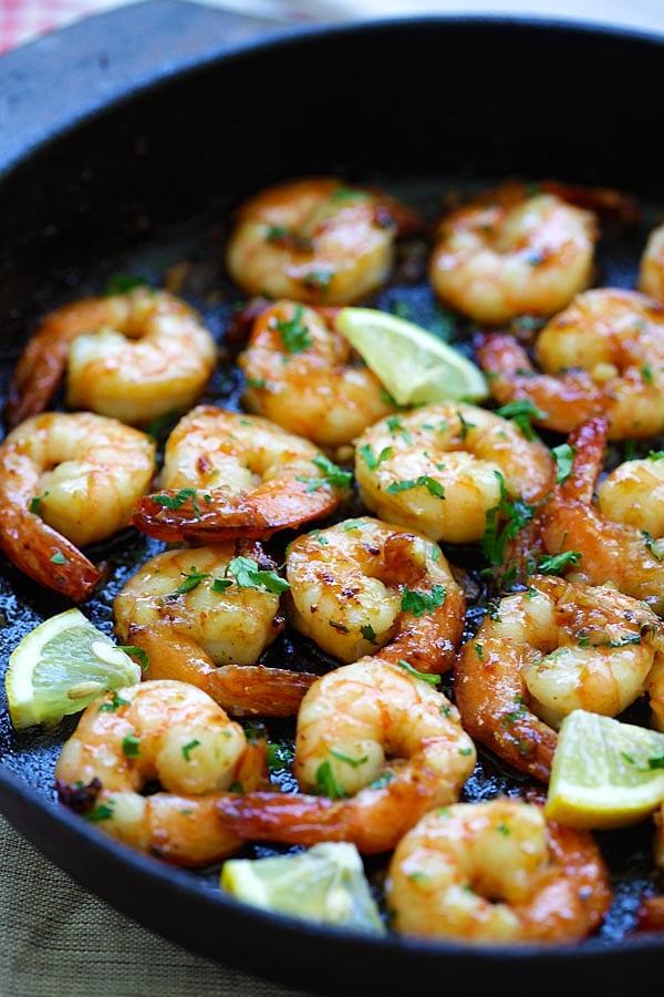 Honey Garlic Shrimp - easy skillet shrimp with honey garlic sauce with only 4 ingredients. The BEST honey garlic shrimp recipe ever   rasamalaysia.com