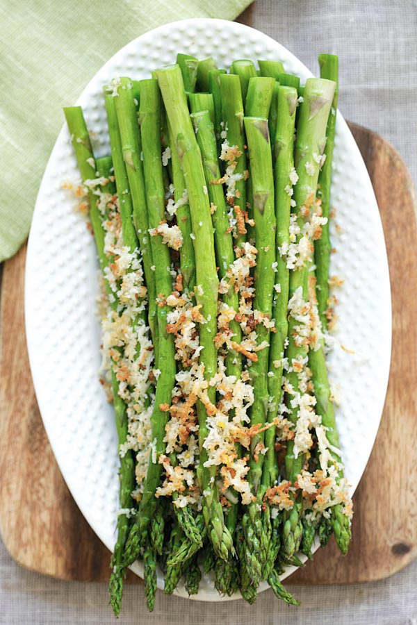 Asparagus with Lemon Parmesan Breadcrumbs - easy roasted asparagus with crunchy breadcrumbs with lemon and Parmesan cheese. So good | rasamalaysia.com