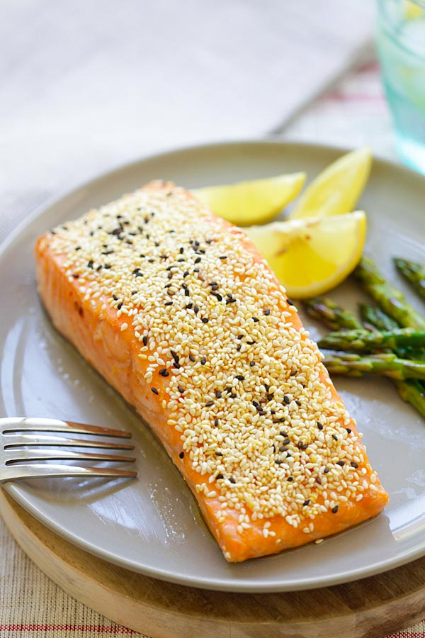 Easy and quick juicy sesame salmon recipe marinated with soy sauce, Thai sweet chili sauce, honey, vinegar and coated with sesame in a plate.