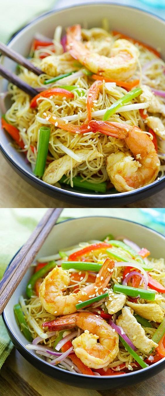 Singapore Noodles – curry-flavored fried rice noodles with chicken and shrimp. The BEST Singapore noodle recipe to try at home | rasamalaysia.com
