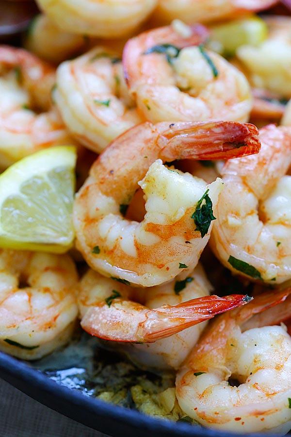 Healthy shrimp scampi on a skillet.
