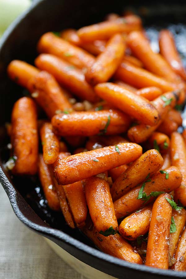 Honey Balsamic Carrots - oven-roasted carrots with honey balsamic glaze. The easiest and best balsamic carrots recipe ever | rasamalaysia.com