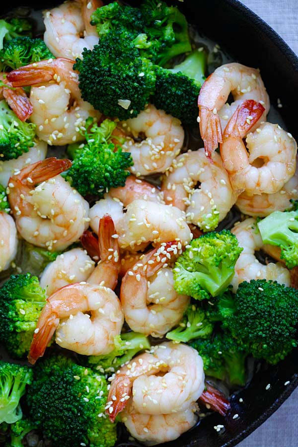 Honey Sesame Shrimp - easy and healthy shrimp stir-fry with broccoli in honey sesame sauce. Takes only 15 minutes to make | rasamalaysia.com