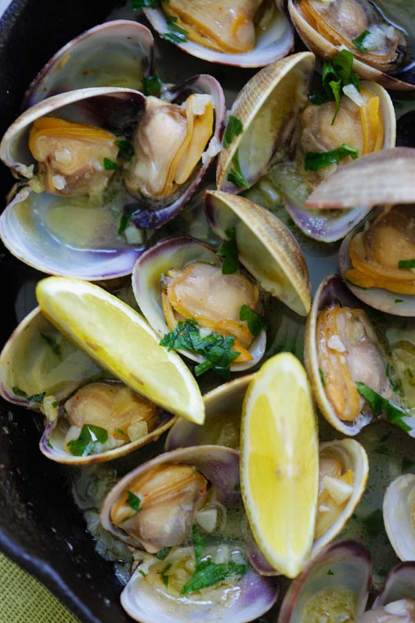 Sauteed Clams - Skillet clams with loads of garlic butter, white wine and parsley. The easiest sauteed clams recipe ever, 15 mins to make | rasamalaysia.com