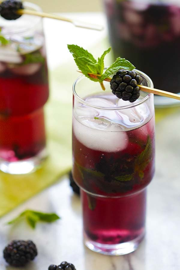 Easy and quick homemade blackberry mojito cocktail.