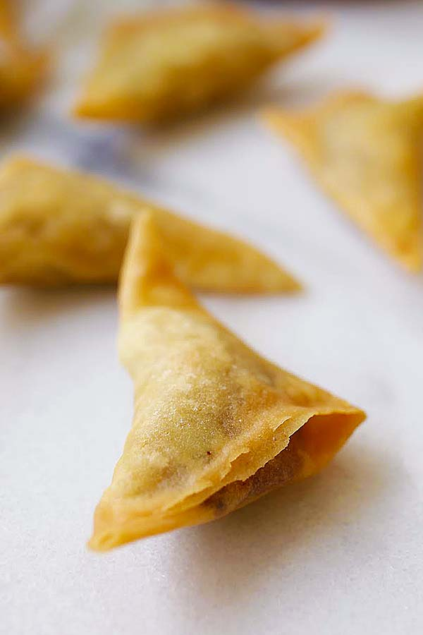 Easy samosa recipe rasa malaysia easy samosa samosa is an indian deep fried appetizer filled with spiced potatoes forumfinder Gallery